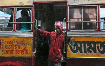 Συνέλαβαν επιβάτη λεωφορείου επειδή μύριζαν τα πόδια του