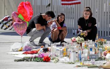 Για τα παιδιά που σκοτώθηκαν στο Κονέκτικατ τραγουδά η Σέριλ Κρόου