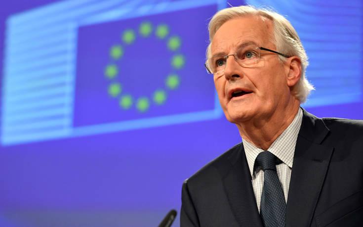 Προειδοποιήσεις Μπαρνιέ στη Βρετανία για συμμόρφωση προς την ΕΕ