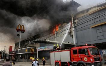 Νεκροί και οι 37 εγκλωβισμένοι στο φλεγόμενο εμπορικό κέντρο
