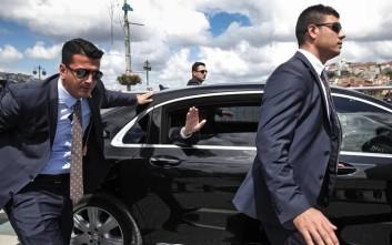 Με βαριά θωρακισμένα οχήματα και την προσωπική του φρουρά ο Ερντογάν στην Αθήνα