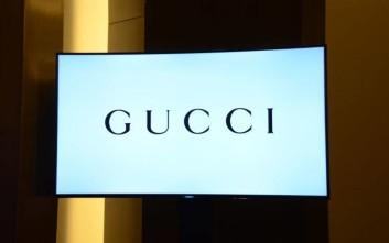 Η Gucci αποσύρει το μαύρο πουλόβερ με τα κόκκινα χείλη μετά τις κατηγορίες για ρατσισμό