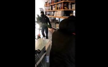 Βίντεο από την «επίσκεψη» στην εισπρακτική του αδερφού του Τσακαλώτου