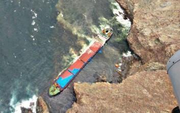 Αίσιο τέλος στο θρίλερ με το φορτηγό πλοίο που προσάραξε σε βραχονησίδα