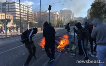 Οδοφράγματα και φωτιές στην Πανεπιστημίου στην επέτειο της δολοφονίας Γρηγορόπουλου