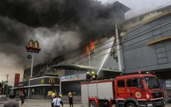 Τραυματίες και αγνοούμενοι από μεγάλη πυρκαγιά σε εμπορικό κέντρο στις Φιλιππίνες