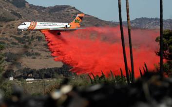 Τι είναι αυτό το «κόκκινο νερό» που ρίχνουν τα αεροπλάνα στις φωτιές