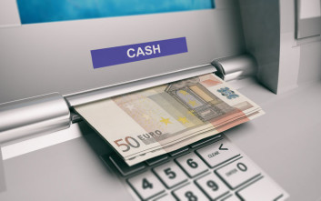 Πρόστιμο σε τράπεζα που παρακράτησε ποσά από λογαριασμούς για μισθούς - συντάξεις