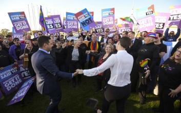 Ιστορικό «ναι» της Αυστραλίας στους γάμους ομόφυλων ζευγαριών