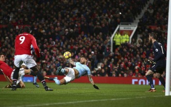 Manchester City's Nicolas Otamendi, center, scores his side's second goal during the English Premier League soccer match between Manchester United and Manchester City at Old Trafford Stadium in Manchester, England, Sunday, Dec. 10, 2017. (AP Photo/Dave Thompson)