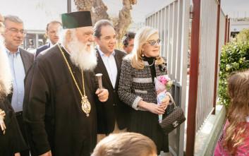 Αρχιεπίσκοπος Ιερώνυμος και Μαριάννα Βαρδινογιάννη κοντά στα παιδιά