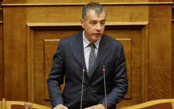 Θεοδωράκης για Σκοπιανό: Κάθε αρχηγός να ανοίξει τα χαρτιά του