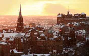 Εκκενώσεις κτιρίων για ύποπτους φακέλους σε Εδιμβούργο και Γλασκώβη
