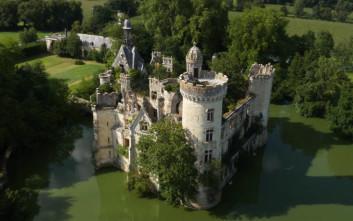 Το παραμυθένιο κάστρο που αγοράστηκε από 6.500 χρήστες του ίντερνετ