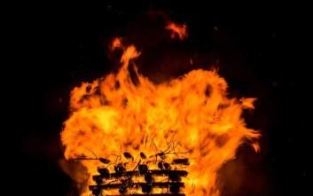 Φωτιά και μεταμφιέσεις, οι συμβολισμοί πίσω από τα έθιμα