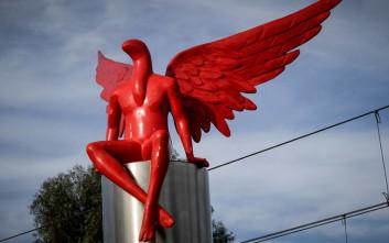 Τι συμβολίζει ο PHYLAX, το κόκκινο άγαλμα με τα φτερά που κατεδαφίστηκε