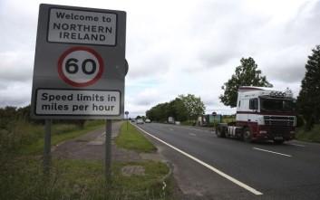 Το Λονδίνο προτείνει διπλό βρετανικό και ευρωπαϊκό status για τη Βόρεια Ιρλανδία