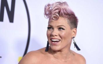 Η Pink μεγαλώνει τα παιδιά της ώστε να έχουν ουδέτερο φύλο