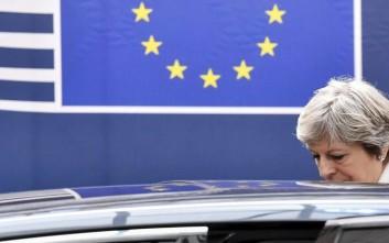 Πιέσεις από παντού για άρση του αδιεξόδου στο Brexit δέχεται η Τερέζα Μέι