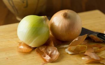 Τρία πράγματα που πρέπει να ξέρουμε όταν βάζουμε κρεμμύδι στο φαγητό