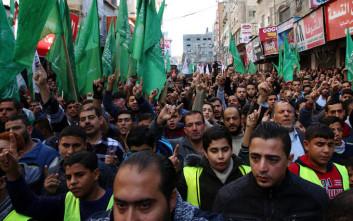 Χιλιάδες άνθρωποι στη Γάζα για τις κηδείες επτά Παλαιστινίων