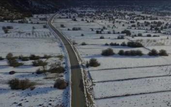 Μαγευτικές εικόνες του χιονισμένου Ομαλού από ψηλά