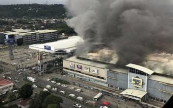 Φόβοι για 37 νεκρούς στο φλεγόμενο εμπορικό κέντρο στις Φιλιππίνες