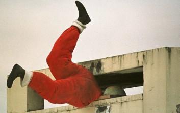 Ο κλέφτης μπήκε από την καμινάδα σαν Άγιος Βασίλης αλλά την πάτησε