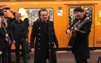 Οι U2 τραγούδησαν στο μετρό του Βερολίνου
