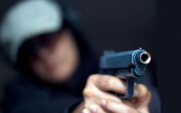 Ληστής με μάσκα χτύπησε το θύμα του, αλλά δεν περίμενε την αντίδρασή του