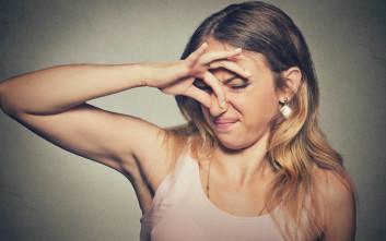 Έρευνα εξηγεί πότε μπορούμε να «αεριζόμαστε» μπροστά στον σύντροφό μας