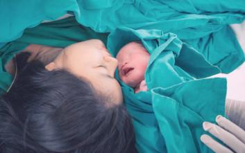 Μαμά θα γεννήσει βρέφος που ξέρει πως θα πεθάνει για να σώσει άλλα μωράκια