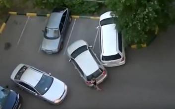 Τι μπορεί να προκαλέσουν δύο γυναίκες οδηγοί σε ένα πάρκινγκ