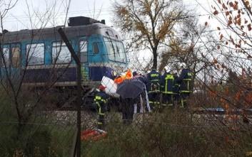 Τρένο παρέσυρε Ι.Χ. στα Τρίκαλα, νεκρός ο οδηγός