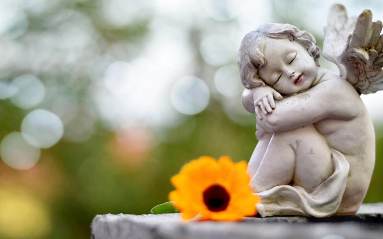 Ο μυστηριώδης επισκέπτης στον τάφο ενός παιδιού ακόμη και 70 χρόνια μετά το θάνατό του