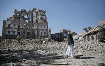 Βομβάρδισαν το κτίριο της δημόσιας τηλεόρασης της Υεμένης