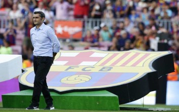 FC Barcelona's coach Ernesto Valverde looks on prior of the Joan Gamper trophy friendly soccer match between FC Barcelona and Chapecoense at the Camp Nou stadium in Barcelona, Spain, Monday, Aug. 7, 2017. (AP Photo/Manu Fernandez)
