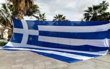 Έστησαν ελληνική σημαία στο ιστορικό κέντρο Ναυπλίου για το Σκοπιανό