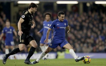 Pedro, right, competes for the ball with Leicester City's Aleksandar Dragovic during the English Premier League soccer match between Chelsea and Leicester City at Stamford Bridge stadium in London, Saturday, Jan. 13, 2018. (AP Photo/Matt Dunham)