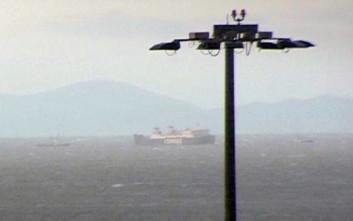 Πλοίο πλέει ανεξέλεγκτο ανοιχτά του Πειραιά