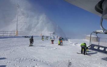 Γέμισε το χιονοδρομικό Παρνασσού