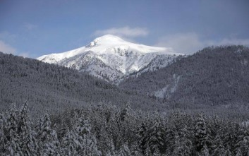 Ντύθηκαν στα λευκά τα ορεινά της Ηπείρου