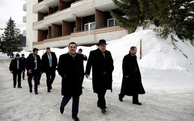 Η ώρα της ενημέρωσης των πολιτικών αρχηγών για το Σκοπιανό