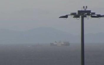 Σε ασφαλές σημείο έξω από το λιμάνι του Πειραιά το «Παναγιά Αγιάσου»