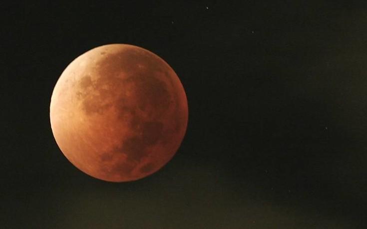 Έρχεται το Σούπερ Μπλε Ματωμένο Φεγγάρι μετά από 152 χρόνια
