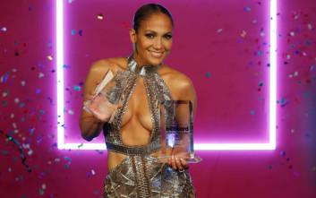 Πιο σέξι από ποτέ στα 48 της η Jennifer Lopez