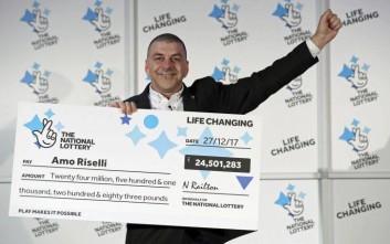Ταξιτζής μαθαίνει πως κέρδισε 24,5 εκατομμύρια λίρες