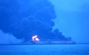 Ακόμα αγνοούνται 31 ναυτικοί από το τάνκερ που συγκρούστηκε με φορτηγό στην Κίνα