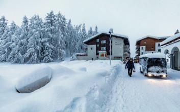 Καλά νέα για τους χιλιάδες αποκλεισμένους σε χιονοδρομικό της Ελβετίας
