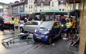 Σφοδρό τροχαίο λεωφορείου με επιβάτες 43 μαθητές στη Γερμανία